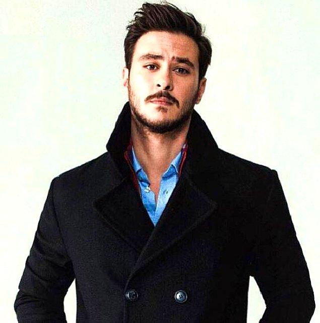 Daha sonra gönlü oyunculuğa kaymış olmalı ki 2011 yılında Burak Aksak ile oyunculuk eğitimi almaya başladı.