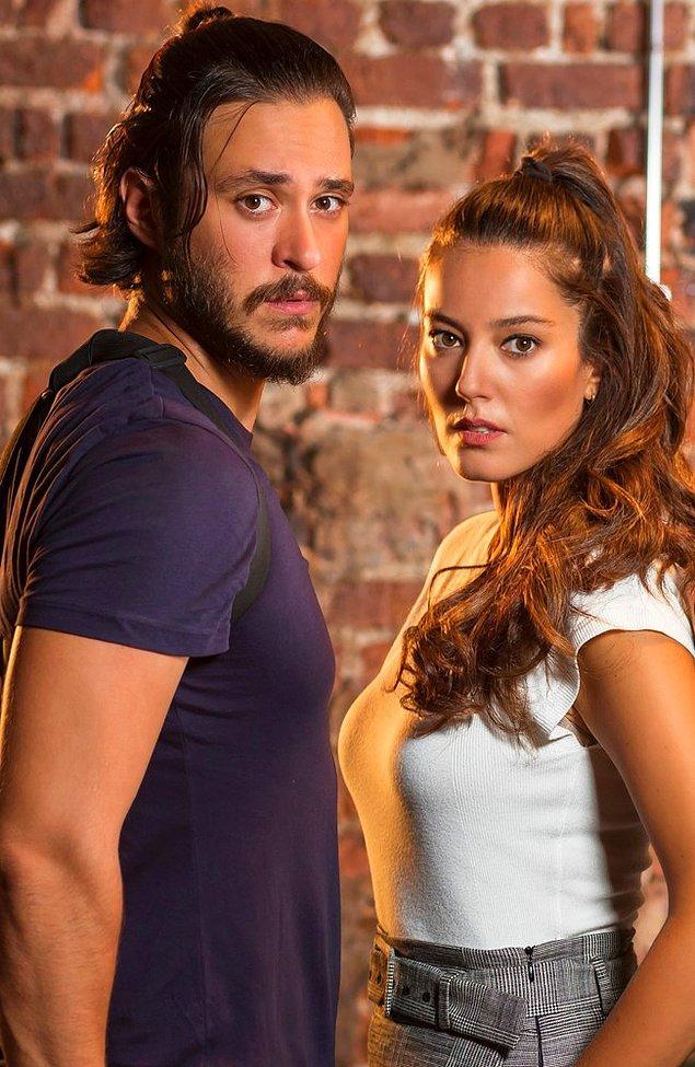 Anıl Altan; Çember dizisinde komiser Volkan'ı canlandırmıştı, eşi Pelin Akil ise komiser Ayşe'yi.