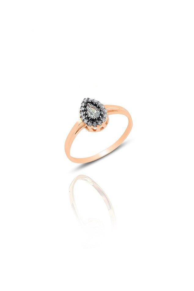 11. 925 ayar gümüş zirkon taşlı elmas montürlü damla yüzüğün fiyatı 200 TL yerine şu anda sadece 39 TL! Bu fiyata bu şıklık harika!