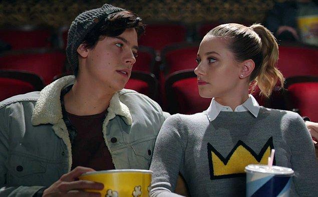 """15. """"Bir kızı sinemaya götürmüştüm ama film boyunca sürekli dönüp dönüp arkasına bakıyordu. Meğer babası bizi evden çıktığı andan beri takip etmiş ve sinema salonunda tam arkamızda oturuyormuş!"""""""
