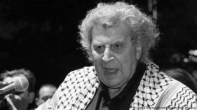 Theodorakis'in ölüm haberinin ardından Yunanistan'da bütün televizyon ve radyo kanallarının yayın akışını değiştirerek Theodorakis'in müziklerini çalmaya başladığı ve sanatçıyı anma programları yaptığı belirtildi.