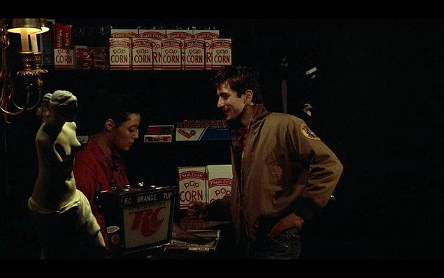 14. 'Taxi Driver' filminde Robert De Niro'yu reddeden kadın ise gerçek hayatta kendisinin kız arkadaşıymış. İkili, film çekimleri bittikten sonra evlenmişler.