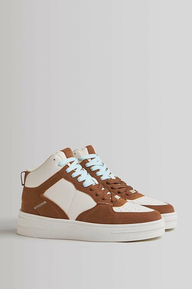 16. Bilekli spor ayakkabının modeli de renkleri de çok tarz...