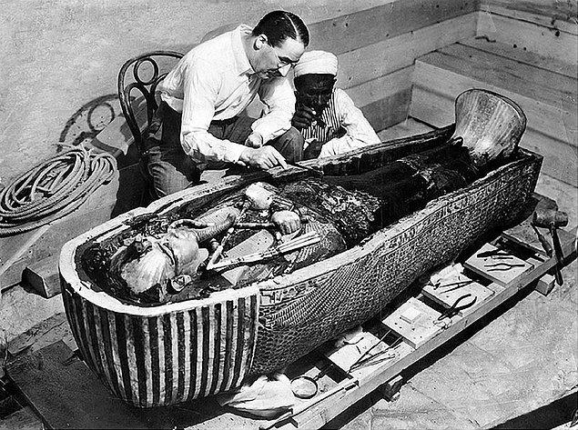 Tutankamon'un mezarı 1922'nin Kasım ayında arkeolog Howard Carter tarafından bulundu.