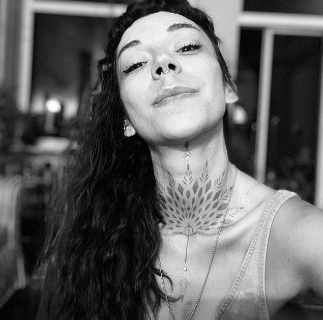 Sizleri Türkiye'nin en başarılı dövme sanatçılarından biri olan Derya Yılmaz ile tanıştıralım. Neden mi? Çünkü kendisinin yaptığı işler hepimizin gururlandırıyor.