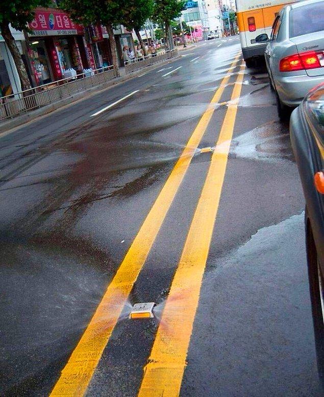 10. Güney Kore'de kendini temizleyen yollar.