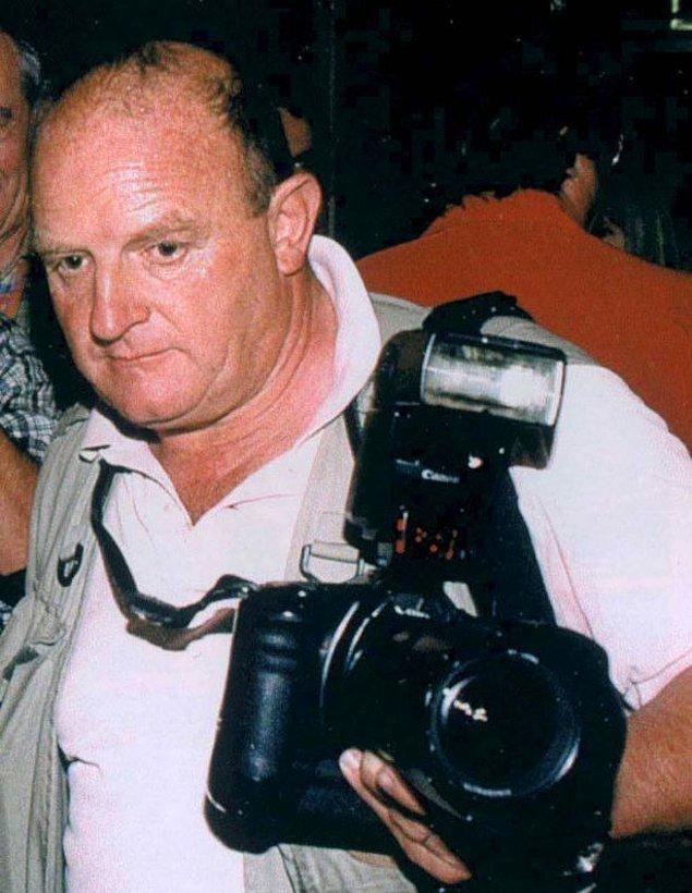 Diana'nın ölümünden 3 yıl sonra onun her anını fotoğraflayan fotoğrafçı James Andason'ın yanmış arabasında ölü bulunması, kraliyetin Diana'ya suikast düzenlediği iddiasını daha da güçlendirdi.