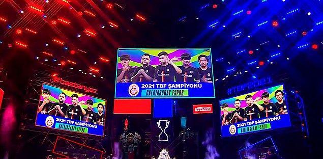 Üçüncü maçı da kazanarak şampiyonluğa ulaşan Galatasaray Esports oluyor!