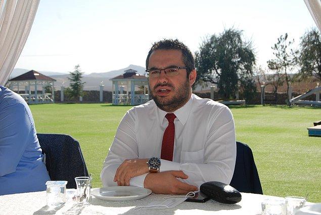Tanımayanlarınız için Volkan Memduh Gültekin, Ankara Büyükşehir Belediyesi Basın Yayın ve Halkla İlişkiler Dairesi Koordinatör'lüğü yapan bir gazeteci.