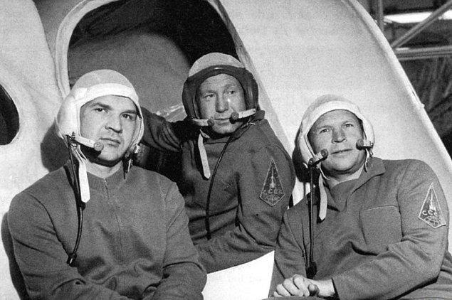 1971 günü atmosfer dışına fırlatılan Soyuz 11, sorunsuz bir şekilde Soyuz uzay istasyonuna bağlandı ve görevine başladı.