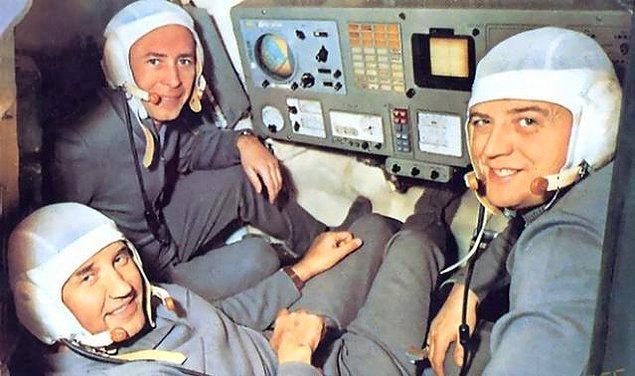 Her şey planlandığı gibi gittiği takdirde 22 gün boyunca uzay istasyonuna bağlı kalarak dünyanın yörüngesinde olacak olan kozmonotlar, böylece bir dünya rekoruna da imza atacaktı.
