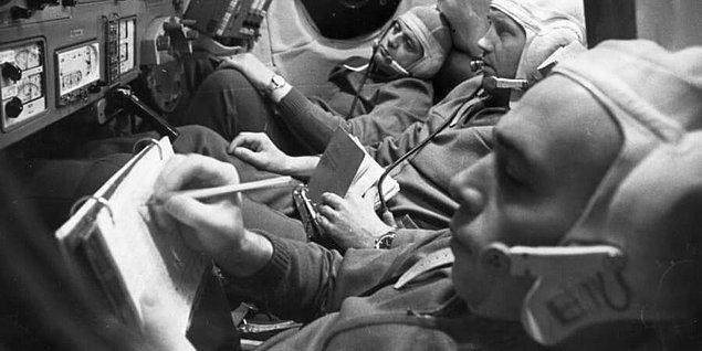 Soyuz 10 deneme fırlatışında infilak etmesine rağmen Soyuz 11'de her şey sorunsuz ilerliyordu ve 3 kozmonotta görevlerini başarıyla yerine getiriyordu.