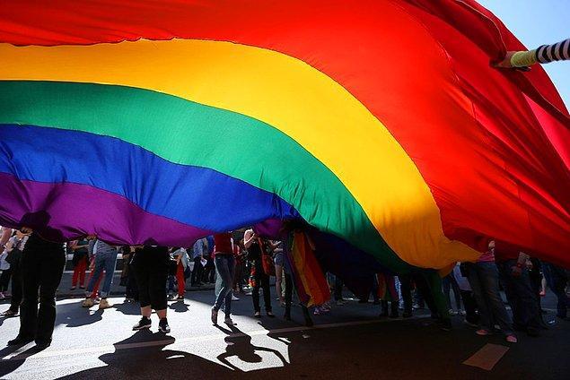 """Ayrıca raporda """"Dünden Bugüne Medyada LGBTİ+'ların Temsili"""" başlığı altında geçen yıllardan bu yana hak ihlali içeren haberler ortaya konuldu."""