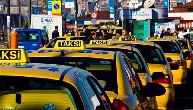 Özellikle son zamanlarda Türkiye'nin en kalabalık şehrinde vatandaşlar taksi bulmakta zorlanıyor çünkü pek sevgili şoförlerimiz bizleri beğenmeyip turist avına çıkmış durumda.