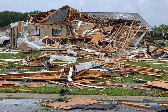 İnsanların yaşam alanlarına ciddi anlamda zarar vererek geride büyük enkazlar bıraktı, bazı mahallelerin ise yeni baştan inşa edilmesi gerekti.