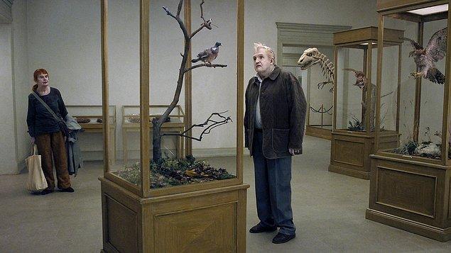 20 Eylül - İnsanları Seyreden Güvercin (En duva satt på en gren och funderade på tillvaron, 2014)
