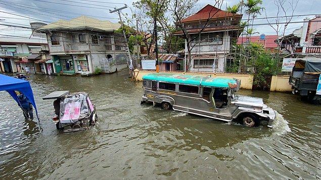 14. Filipinler'de Vamco tayfununun yol açtığı sellerde 67 kişi hayatını kaybetti. Tarımsal ürünlerde 24 milyon doları aşan zarar kaydedildiği açıklandı.