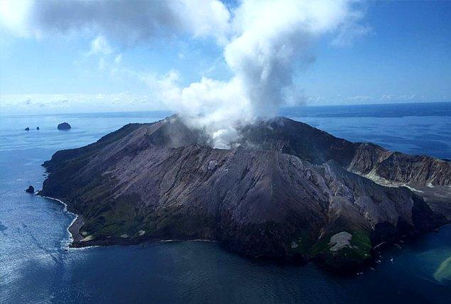 10. Yeni Zelanda'nın kuzeyindeki Whakaari Yanardağı'nda 21 kişinin hayatını kaybettiği bir patlama meydana geldi.