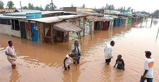 12. Afrika'da Nijerya ve Ruanda gibi ülkelerde şiddetli yağışların neden olduğu sel felaketinde yüzlerce insan yaşamını yitirdi.