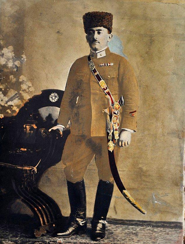 Üçüncü kılıç Gazi Paşa'nın emriyle 15 Eylül 1922'de Yüzbaşı Şerafettin'e armağan edilir. Kahraman Yüzbaşı bir süre daha görevine eder fakat sonradan malulen emekli olur.