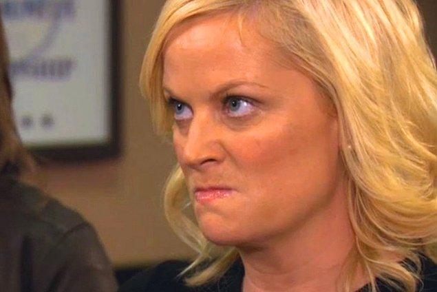 """18. """"Oda arkadaşım içki alıp benim masamın çekmecesinde gizliyordu. Böylece yakalanırsa suç benim üstüme kalacaktı..."""