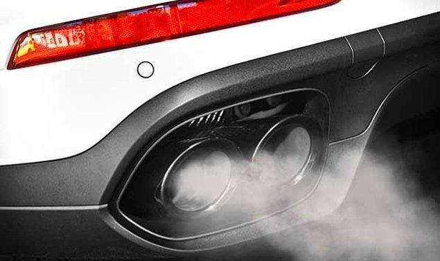7. Yanan bir sigara, araba egzozundan 7 kat daha hızlı hidrokarbon üretebilir.
