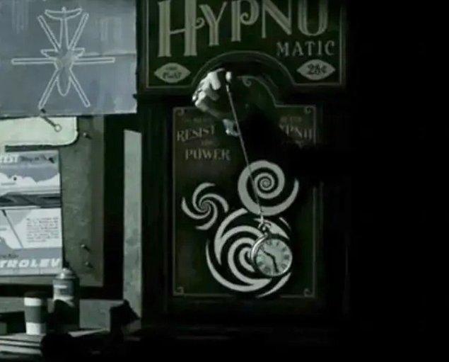 8. İnanılmaz Aile 2 filmindeki Ekran Köleci'nin hipnoz mekanizması Mickey Mouse'a benziyor.