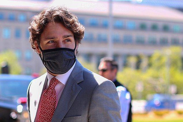 Kanada Başbakanı, olayın ardından uçakta gazetecilerin sorularını yanıtladı.
