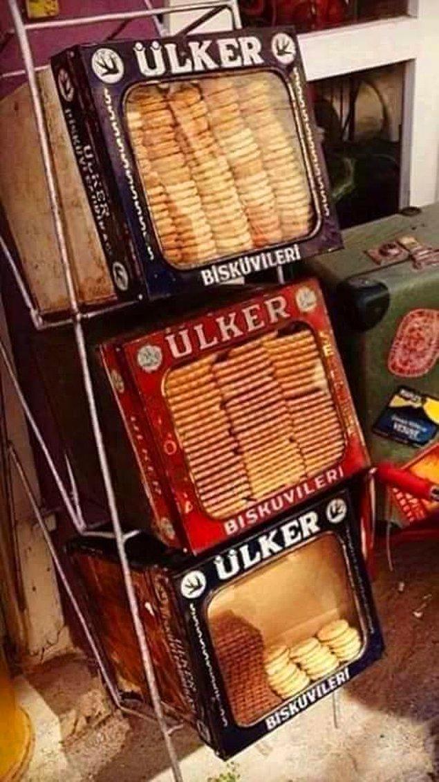 6. Kiloyla satılan açık bisküvileri de koyalım buraya. Bunları alıp arasına lokum koymak suretiyle sandviç yapmayan bizden değildir!