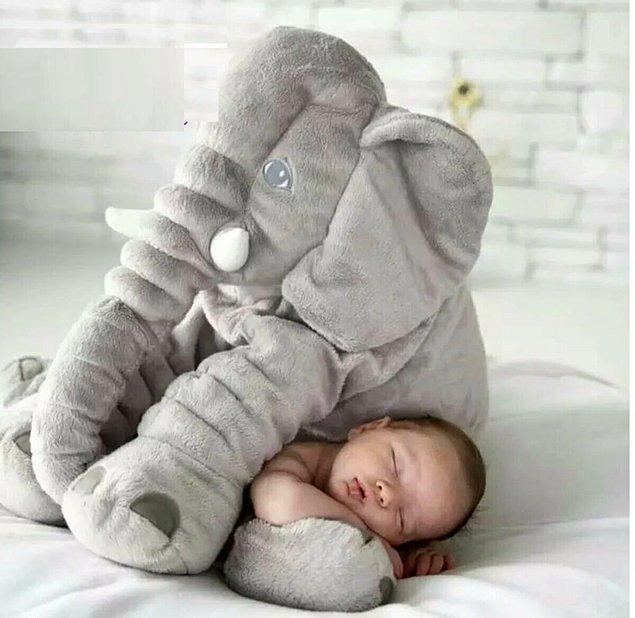 3. Büyük ve yumuşacık bir peluş fil