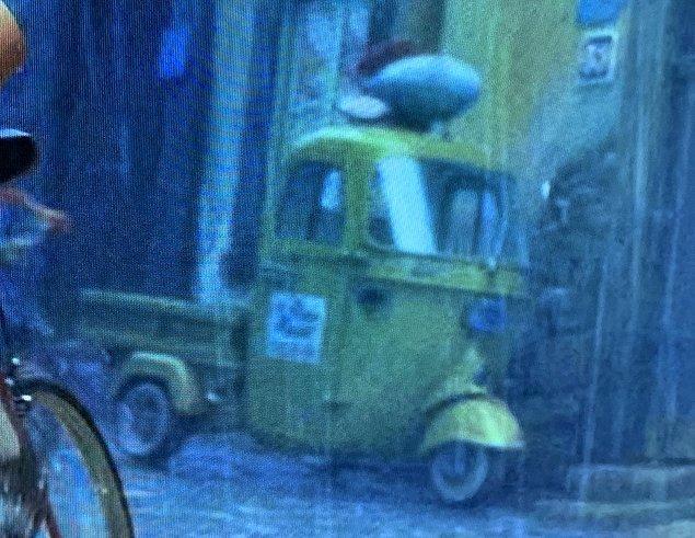 19. Tüm Pixar filmlerinde beliren pizza dağıtım kamyonu, Luca filminin yarış sahnelerinde de yer alıyor.