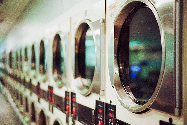 21 yaşındaki üniversite öğrencisi, hırsızı altı adet iç çamaşırını çalarken yakalamış.