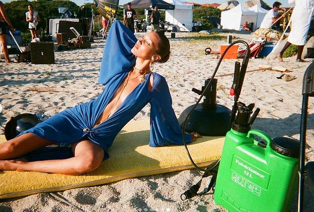 Güzeller güzeli Bella Hadid'in duruşu ve projelerine her defasında düşüyoruz resmen...