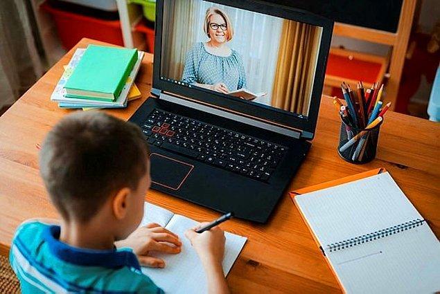 Pandemi dolayısıyla çocuklar uzun süre online eğitim almak zorunda kaldı. Her ne kadar bu durum eğitimle ilgili görünse de sadece o kadarla bitmiyor.