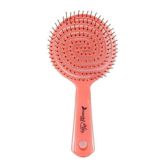 7. Son dönemin favorisi Nascita Pro üç boyutlu oval saç fırçası gerçekten söylendiği kadar etkili.