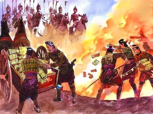 Yasaklanan yalnızca Konfüçyüsçülük değil bütün düşünce sistemleridir. Ancak İmparator insanların doğasının iyi olduğunu düşünen Konfüçyüs'e karşı...