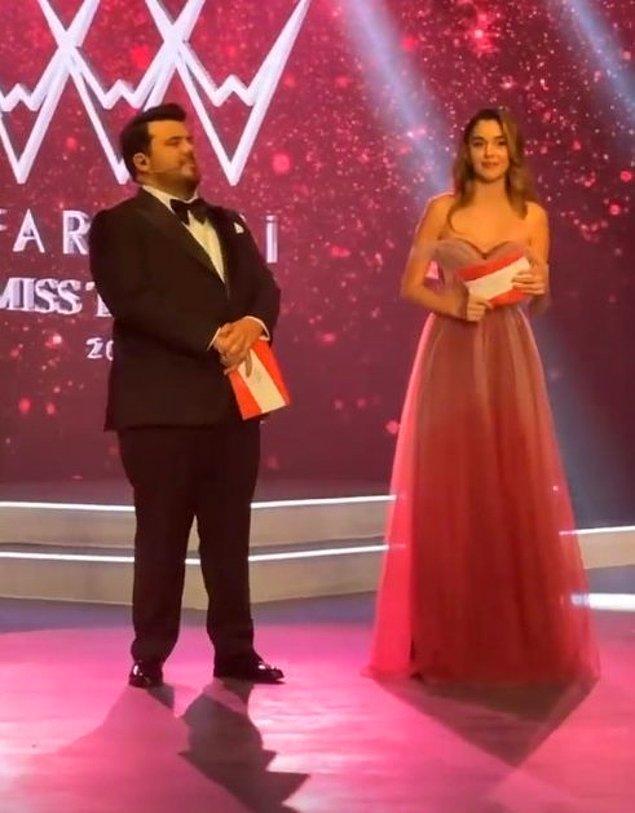 Gecenin sunuculuğunu kendisi de Miss Turkey 4. olan Berfu Yenenler ve Eser Yenenler üstlendi.