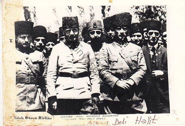 Savaşların ardından II. Büyük Millet Meclisi'ne Ardahan Milletvekili olarak girmiş.