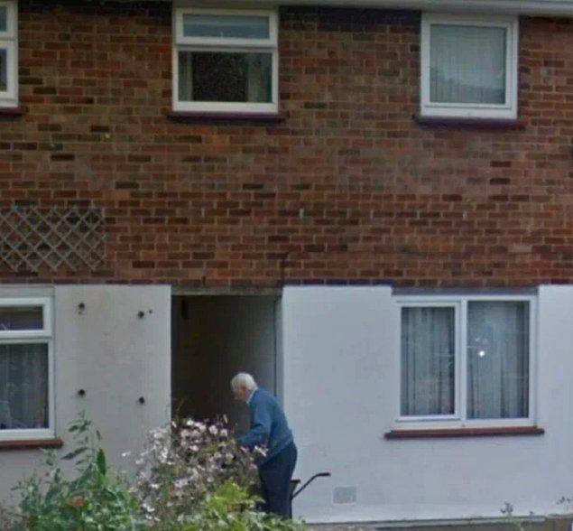 """16. """"Geçtiğimiz aylarda babamı kaybettik ve Google haritalardan evine baktığımda bu fotoğrafla karşılaştım."""""""