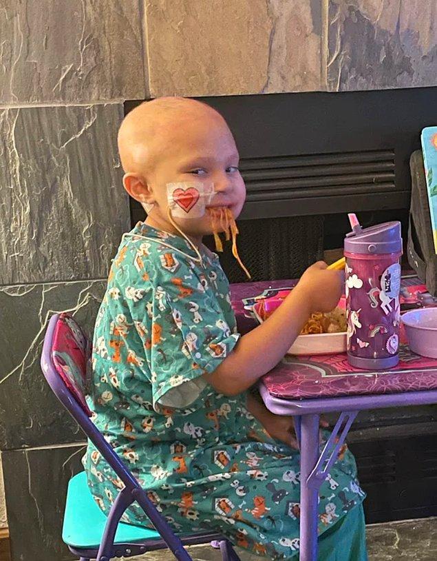"""19. """"Kemoterapiden dolayı günlerdir yemek yiyemeyen kızım, eve geldikten sonra ilk defa yemek yedi."""""""