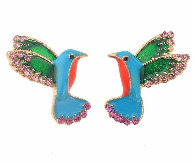 9. Bu renkli ve taşlı kuş küpelere bayılmamak elde değil.