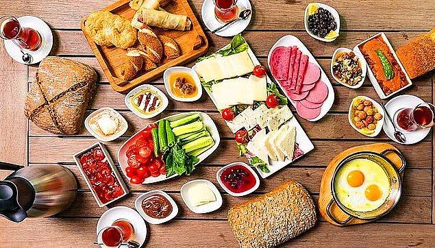 Kahvaltı ise bağırsakları uyarır ve sindirim sisteminin aktif şekilde çalışmasını sağlar bu yüzden de kahvaltı öğününü atlamamak gerekir.