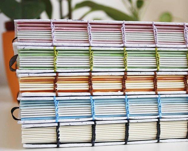 Geleneksel kağıt yapımı, atık kağıt parçalarının sıvı hamur haline getirilip kalıplara alınarak kurutulmasıyla atölye ortamında yine el üretimi ile gerçekleşiyor.