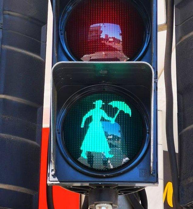 2. Pamela Lyndon Travers'ın doğduğu bölgedeki Mary Poppins trafik ışıkları da görülmeye değer. 😍