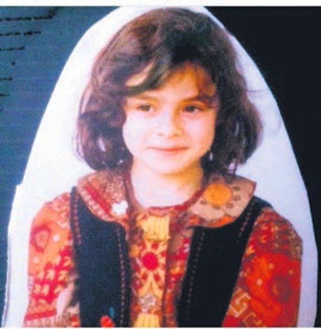 Her şeye en başından başlayalım. Özge Hanım 1986 İstanbul doğumlu. Kendisi liseye kadar İstanbul'da okuyor.