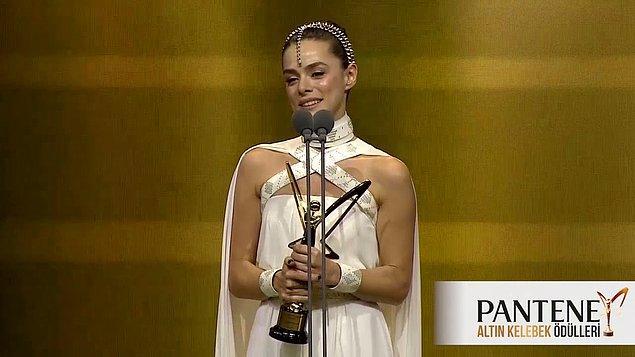 Ancak son aldığı ödül geçtiğimiz sene düzenlenen 46. Pantene Altın Kelebek Ödülleri'ndeki 'En İyi Kadın Oyuncu' oldu.