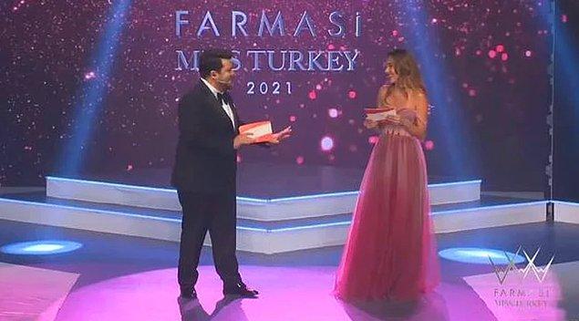 3. Berfu Yenenler ve Eser Yenenler'in sunuculuk yaptığı gecede eski Miss Turkey güzellerinden olan Berfu Yener'in gafı çok konuşuldu!