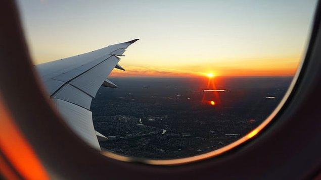 14. İki uçuşunuz arasında az bir zaman varsa, inmeden önce diğer uçuşunuzun kapısını öğrenin. Kabin görevlilerine de az zamanınız olduğunu söyleyin.