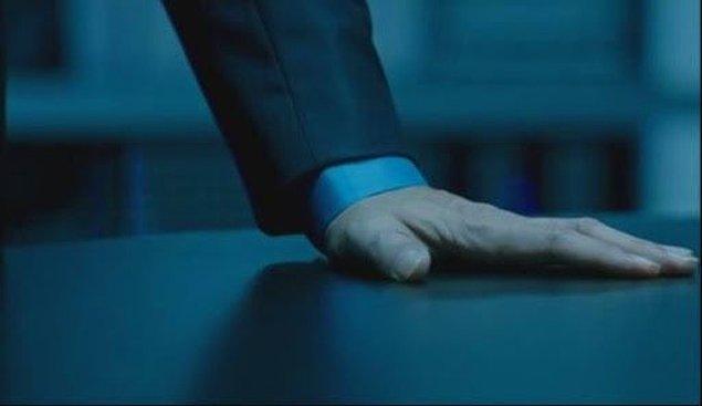 11. Parmaklarını açarak bir yüzeye koymak
