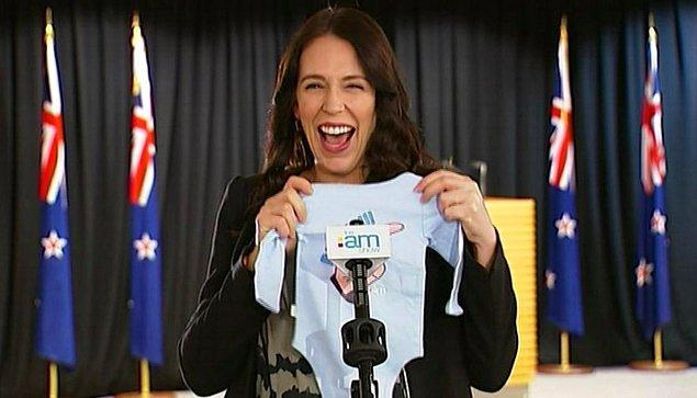 16. Ülkenin başbakanı Jacinda Ardern hamileliğinde bile görevini sürdüren iyi bir politikacı.